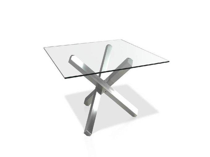 Стол обеденный с квадратной столешницей