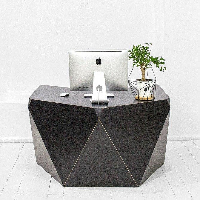 Рабочий стол Гексагон Брильянт со столешницей в черном цвете