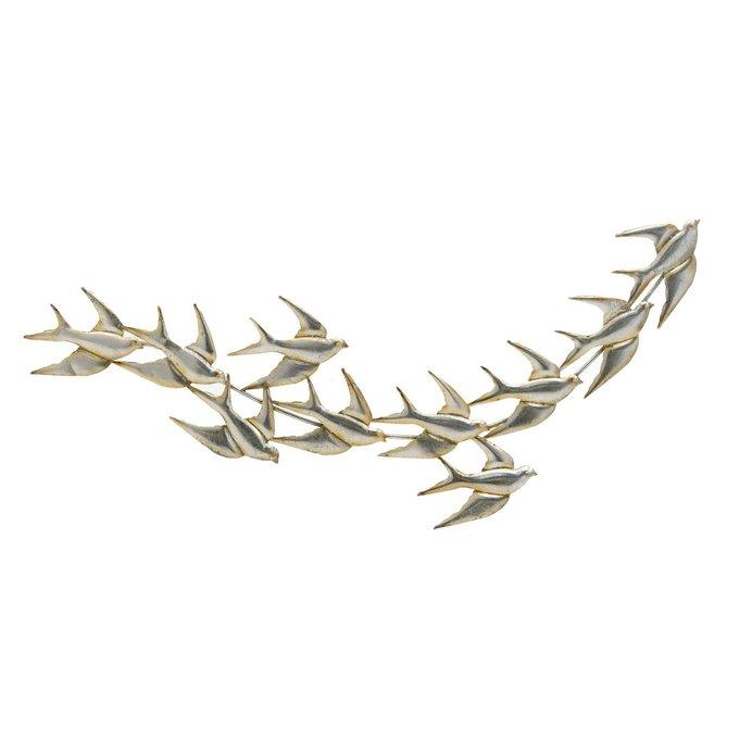 Настенный декор из металла серебристого цвета