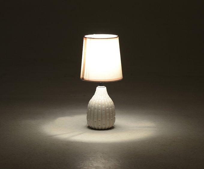 Лампа настольная с персикового цвета