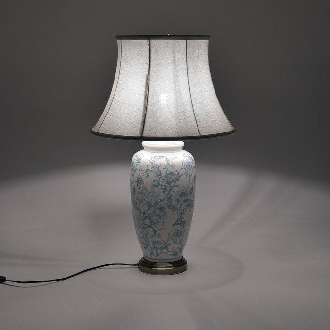 Лампа настольная с белым абажуром