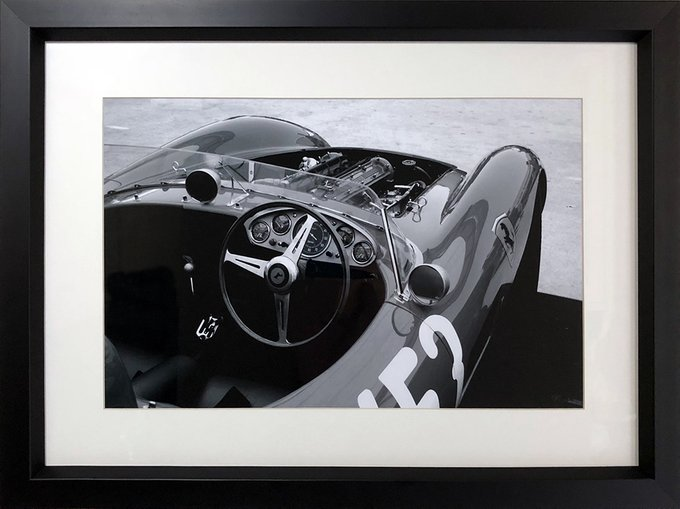 Фотография Ferrari в итальянском деревянном багете