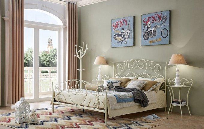 Кровать двухспальная кремового цвета 180х200
