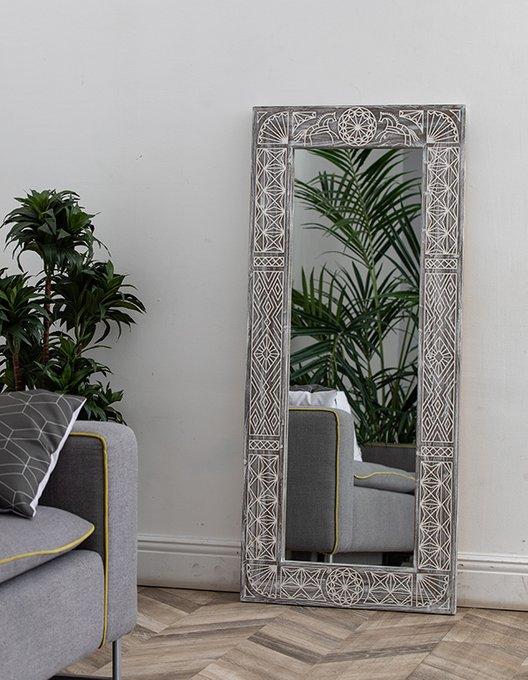 Настенное зеркало Ladoga Brown в раме из массива сосны