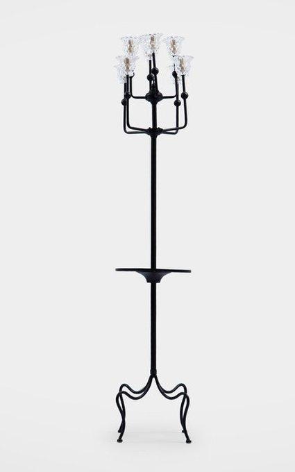 Лампа напольная из металла с круглой полочкой