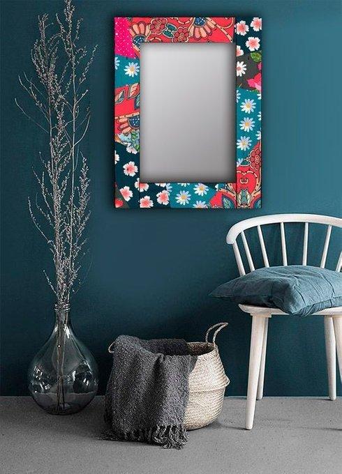Настенное зеркало Июль в раме из массива сосны 80х80