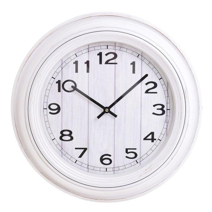 Настенные часы из пластика белого цвета