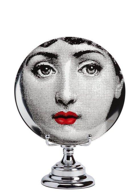Декоративная тарелка на подставке Dolore Rouge