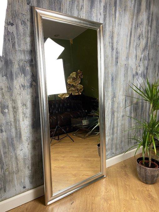 Напольное зеркало Platinum в раме серебристого цвета