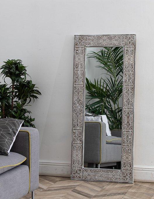 Настенное зеркало Persia Mid Sepia в раме из массива сосны