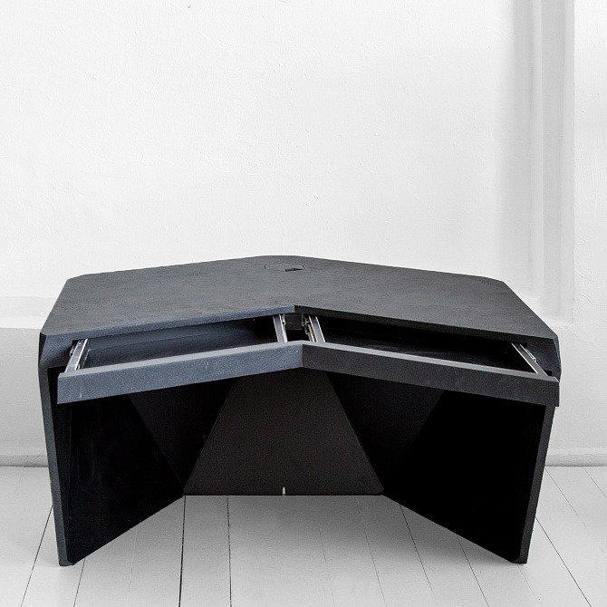 Рабочий стол Гексагон Брильянт из микроцемента в темно-сером цвете