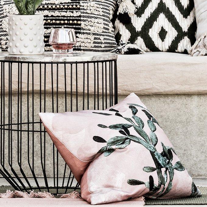Декоративная подушка Montezuma розового цвета