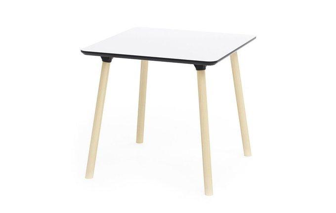 Обеденный стол с квадратной столешницей
