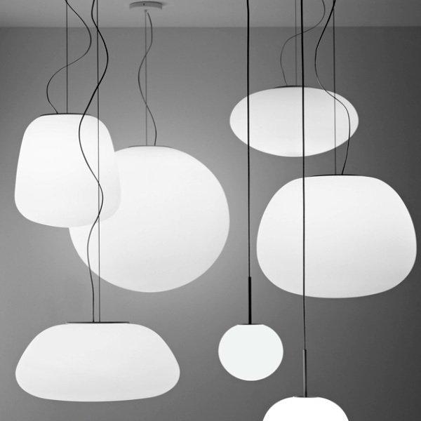 Подвесной светильник Fabbian LUMI poga из дутого стекла матово-белого цвета
