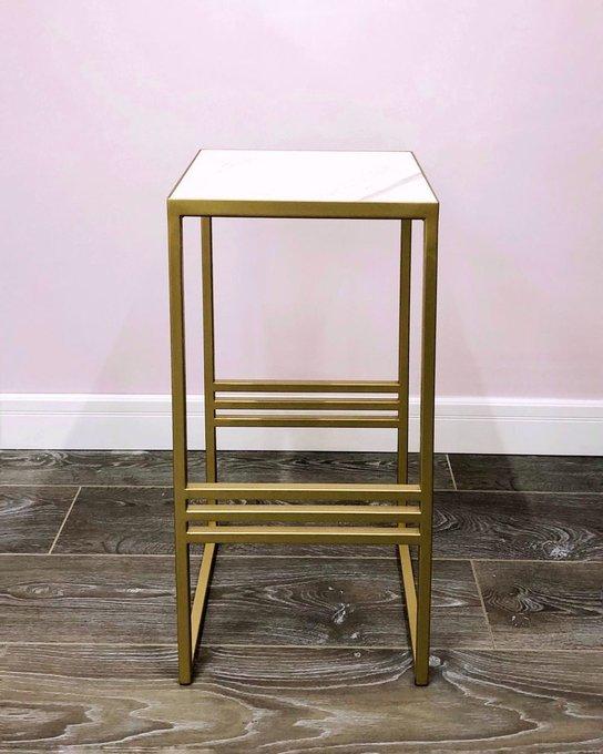Прикроватный столик золотого цвета