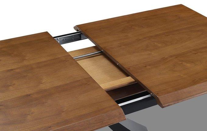 Раскладной обеденный стол со столешницей цвета орех