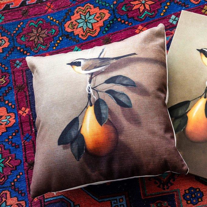 Интерьерная подушка Мисс Грушовка коричневого цвета