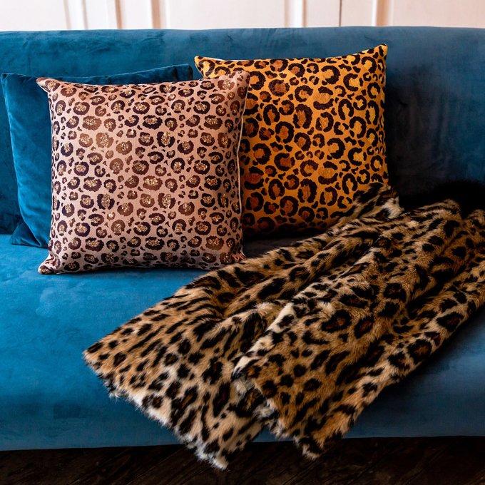 Интерьерная подушка Леопард карамельного цвета