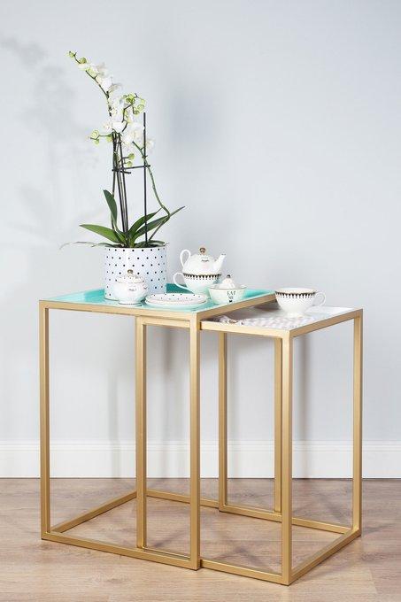 Набор кофейных столиков в металлической раме золотого цвета