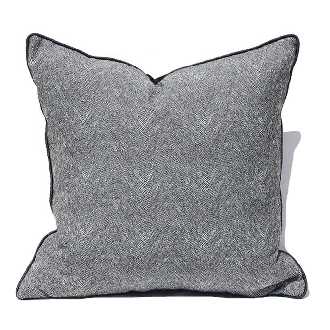 Декоративная подушка Cliff серого цвета