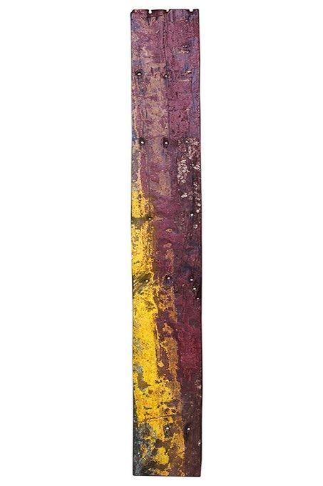 Доска корабельного борта бордового цвета