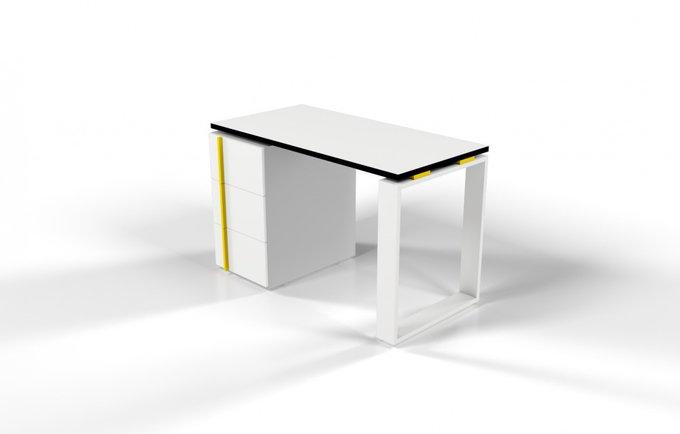 Рабочий стол для персонала белый с желтой проставкой