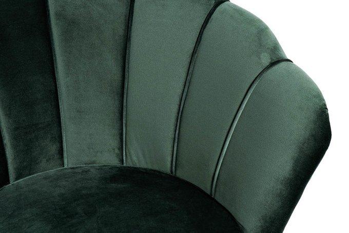 Кресло в обивке из велюра темно-зеленого цвета