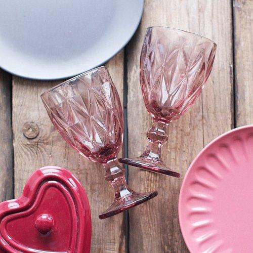 Бокал из розового стекла