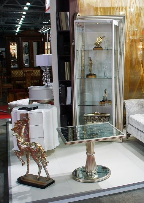Приставной журнальный столик Florence с отделкой сусальное серебро