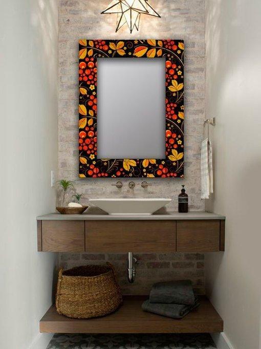 Настенное зеркало Хохлома в раме из массива сосны 80х80