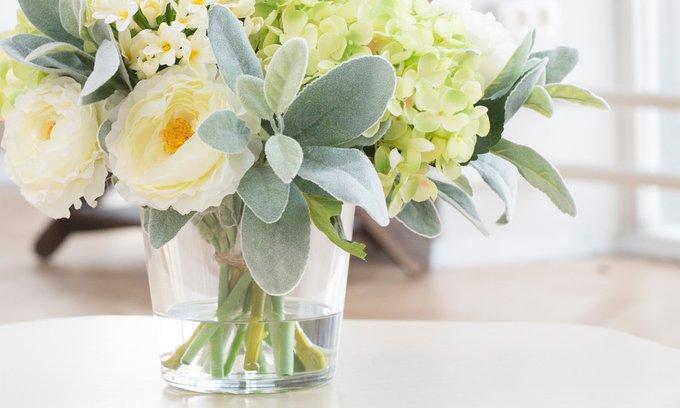 Композиция из искусственных цветов - Салатовая гортензия, ранункулюсы, агапантус