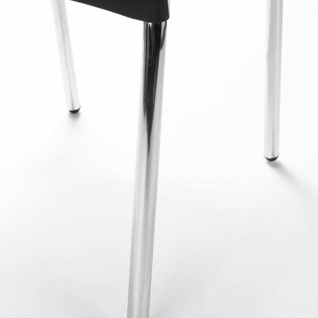 Стул с ножками из нержавеющей стали