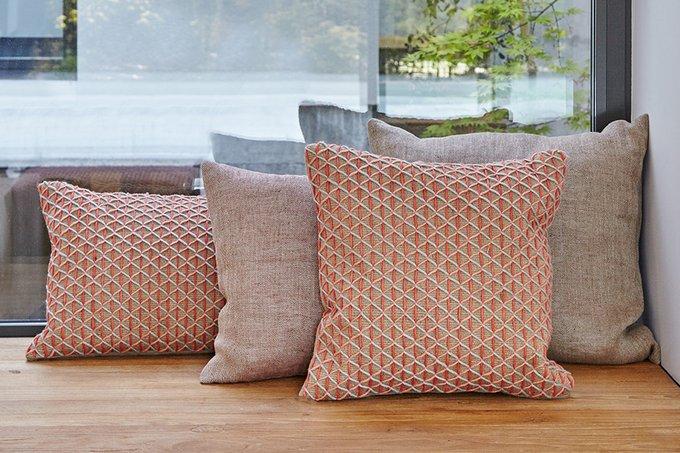 Чехол на подушку Raw розового цвета