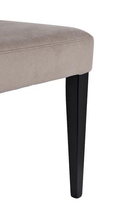 Стул в обивке из велюра бежево-серого цвета