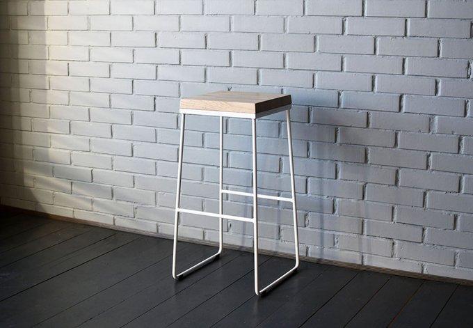 Барный стул Air 03 из массива дуба и металлического прутка