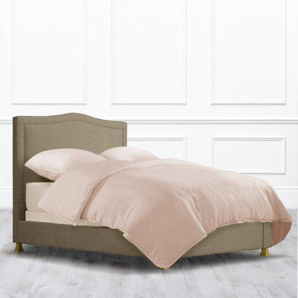 Кровать Stockton из массива с обивкой коричневого цвета
