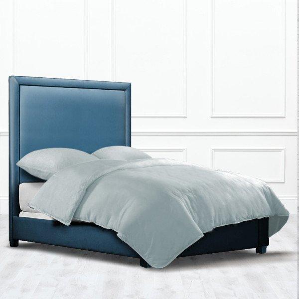 Кровать Stockton из массива с обивкой синего цвета
