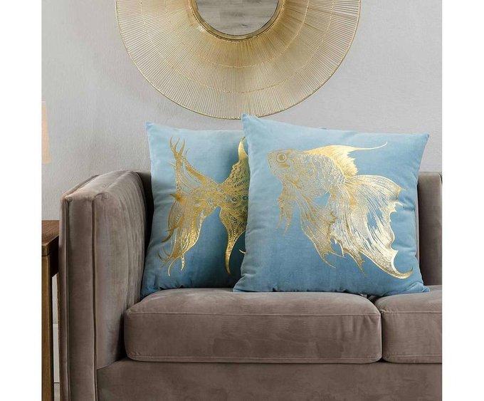 Декоративная подушка с золотой рыбкой