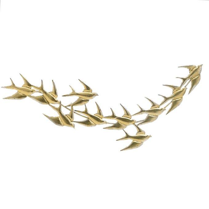 Настенный декор из металла золотого цвета