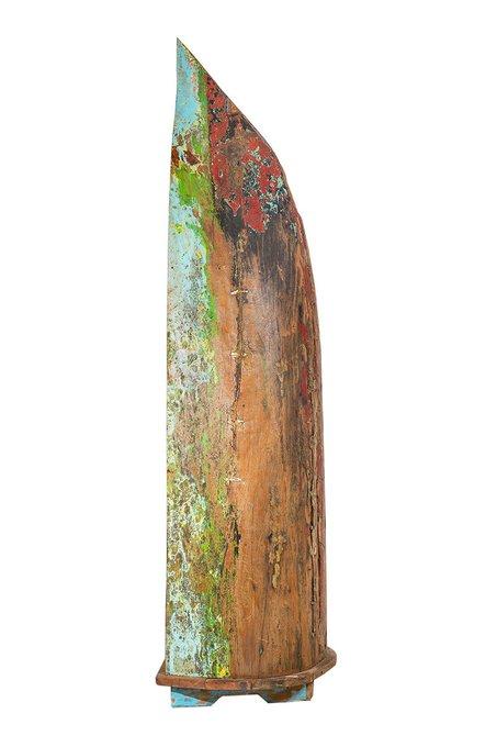 Стеллаж из лодки Дали из выдолбленного ствола дерева