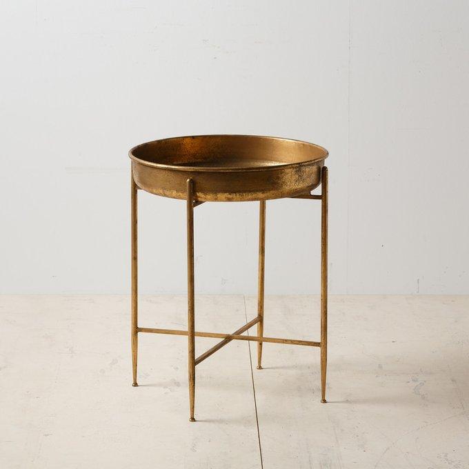 Кофейный стол золотого цвета