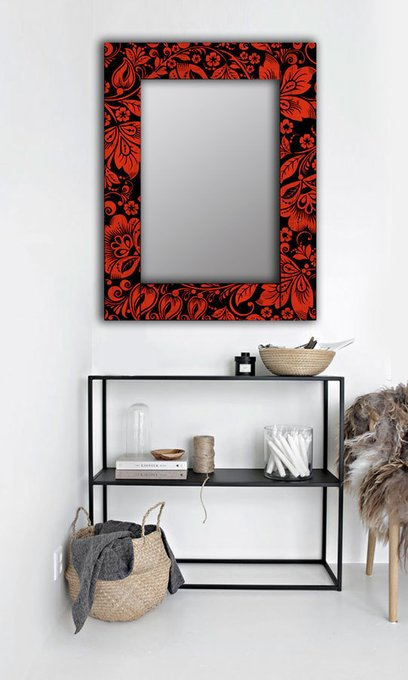 Настенное зеркало Красные цветы в раме из массива сосны 90х90