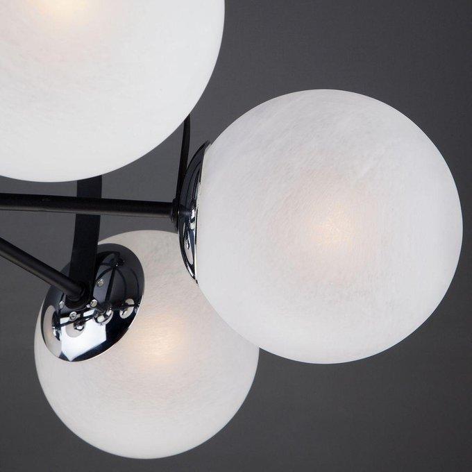 Потолочная люстра Globe с белыми плафонами