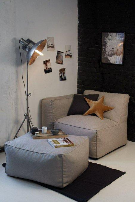 Бескаркасное кресло с подлокотником-пуфом