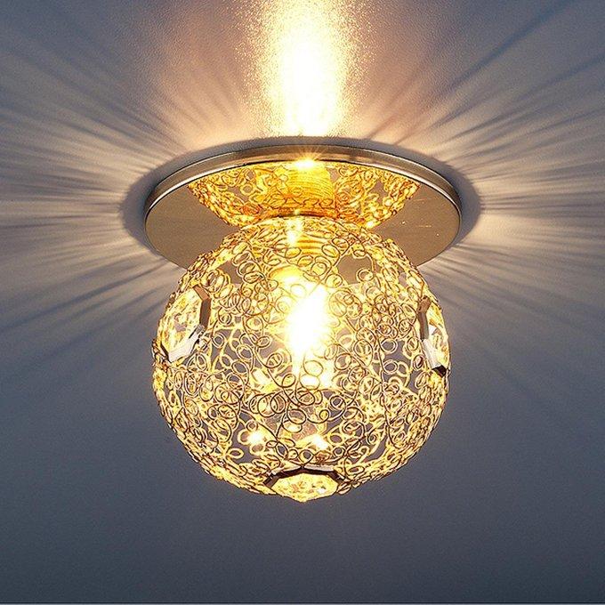 Встраиваемый светильник золотого цвета