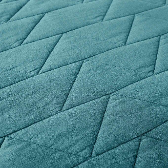 Покрывало Scenario стеганое сине-зеленого цвета с зигзагообразной прострочкой 230x250