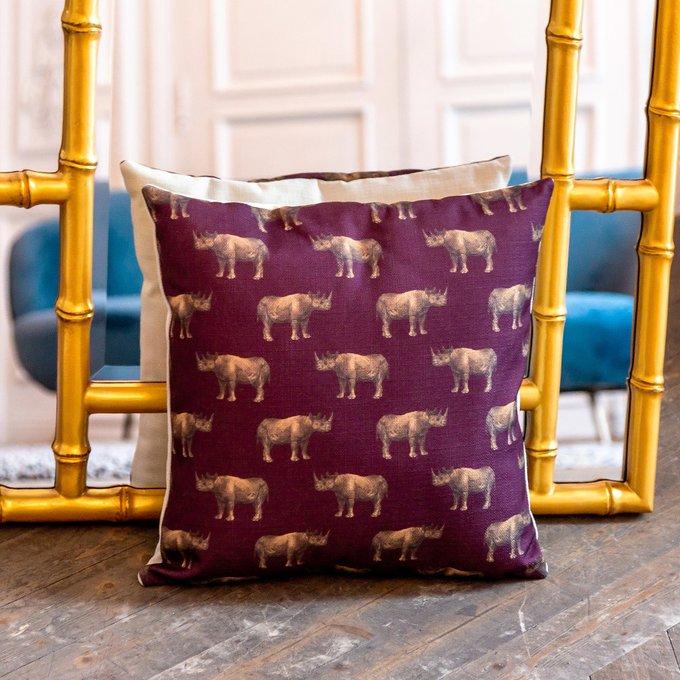 Интерьерная подушка Группа носорогов в бордовом