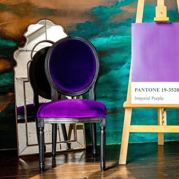 Стул Луи из натурального бука и велюра фиолетового цвета