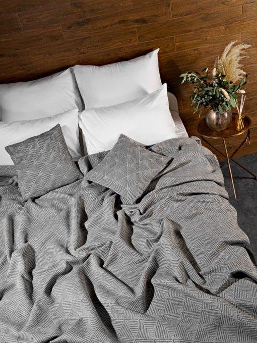 Трикотажное покрывало Adriana grey 230х250 серого цвета