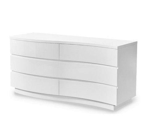 Белый комод с шестью ящиками